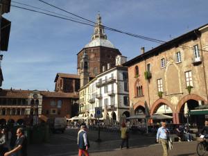 Piazza-Grande_Pavia